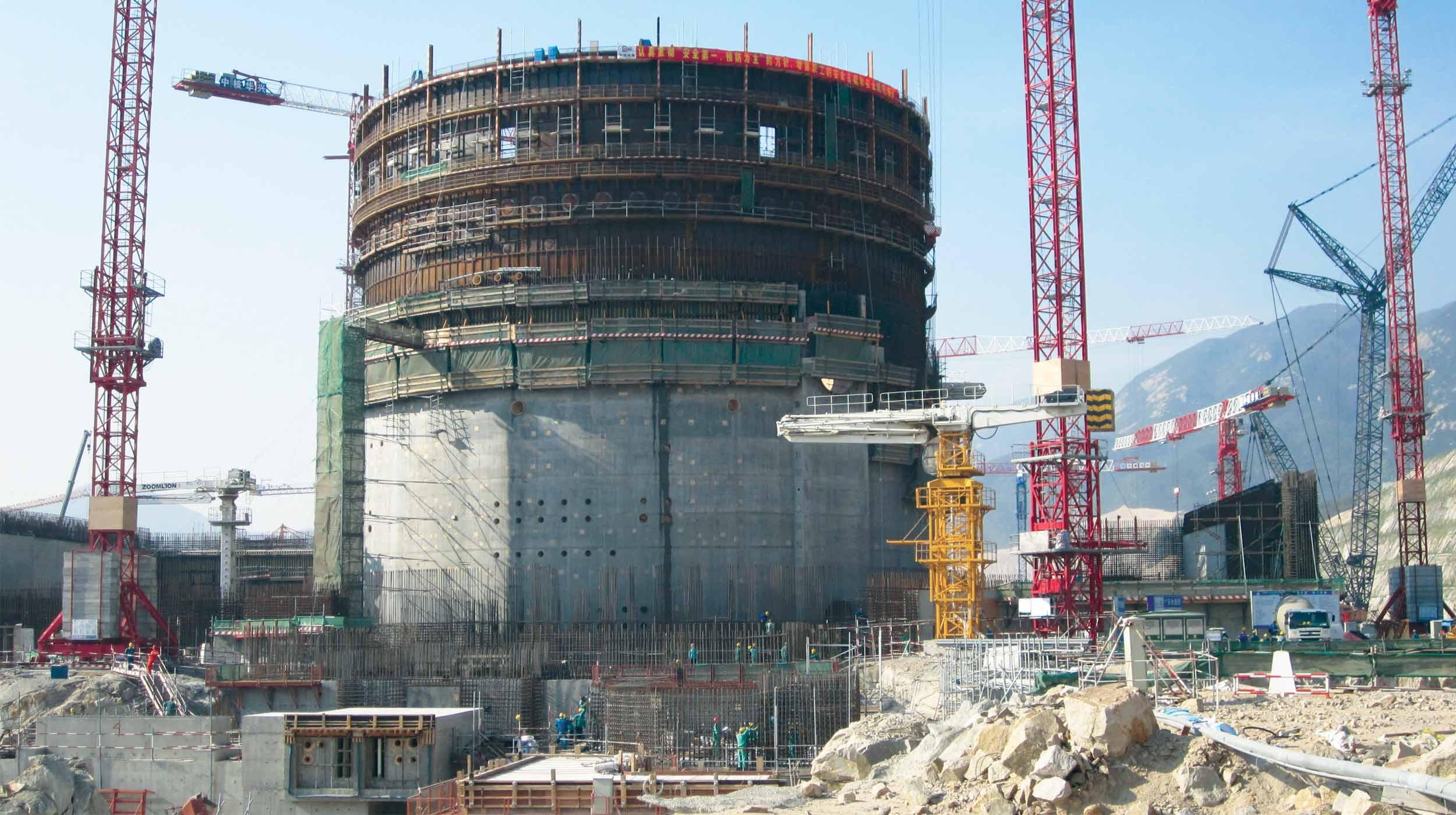 Questa centrale nucleare opera con un reattore EPR ad acqua pressurizzata di terza generazione.